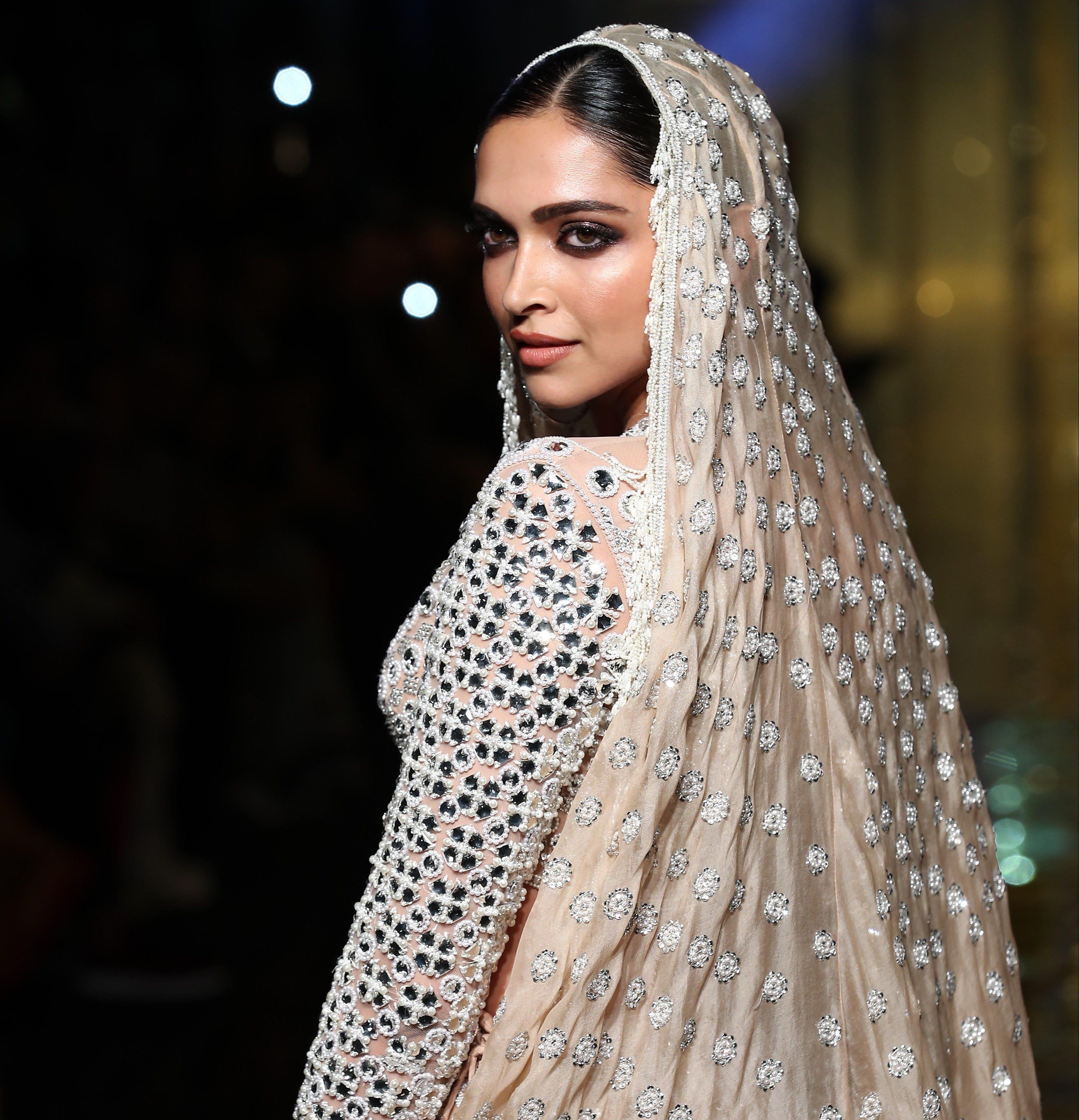 Deepika Padukone wearing Abu Jani Sandeep Khosla