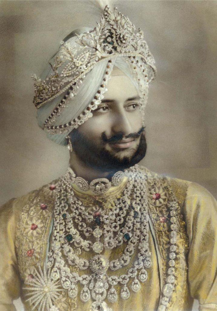 Sir Yadavinder Singh, wearing the Patiala necklace