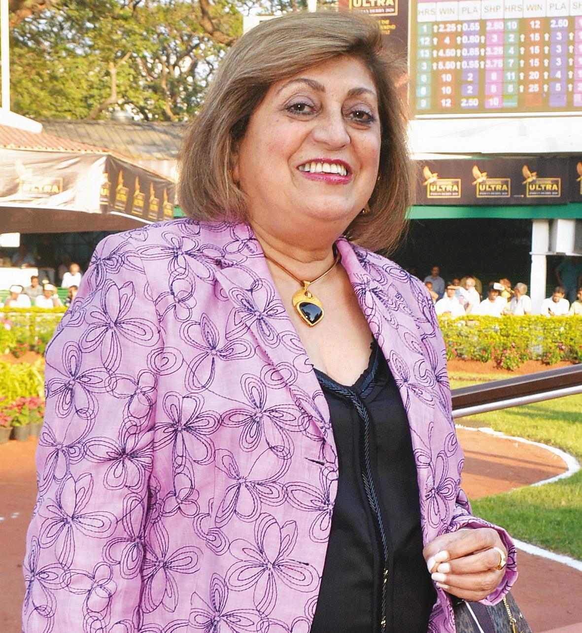 Zinia Lawyer, Luxury consumer