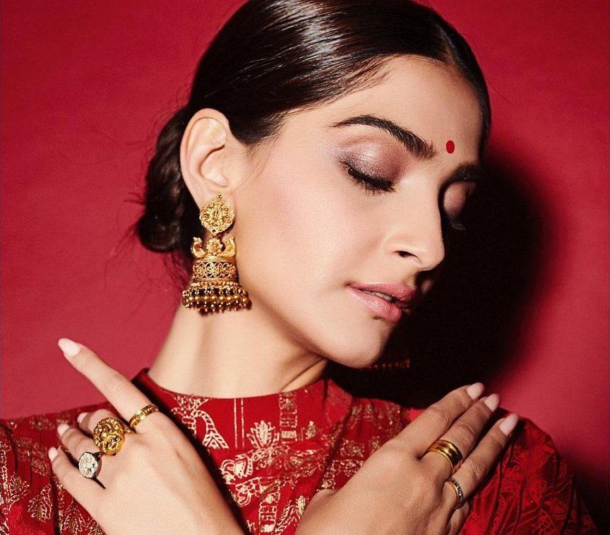 Sonam Kapoor Ring2